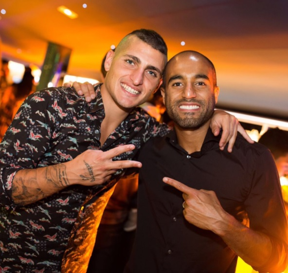 22628203fcf37 Lucas Moura comemora aniversário com colegas de PSG em festa no Parc ...