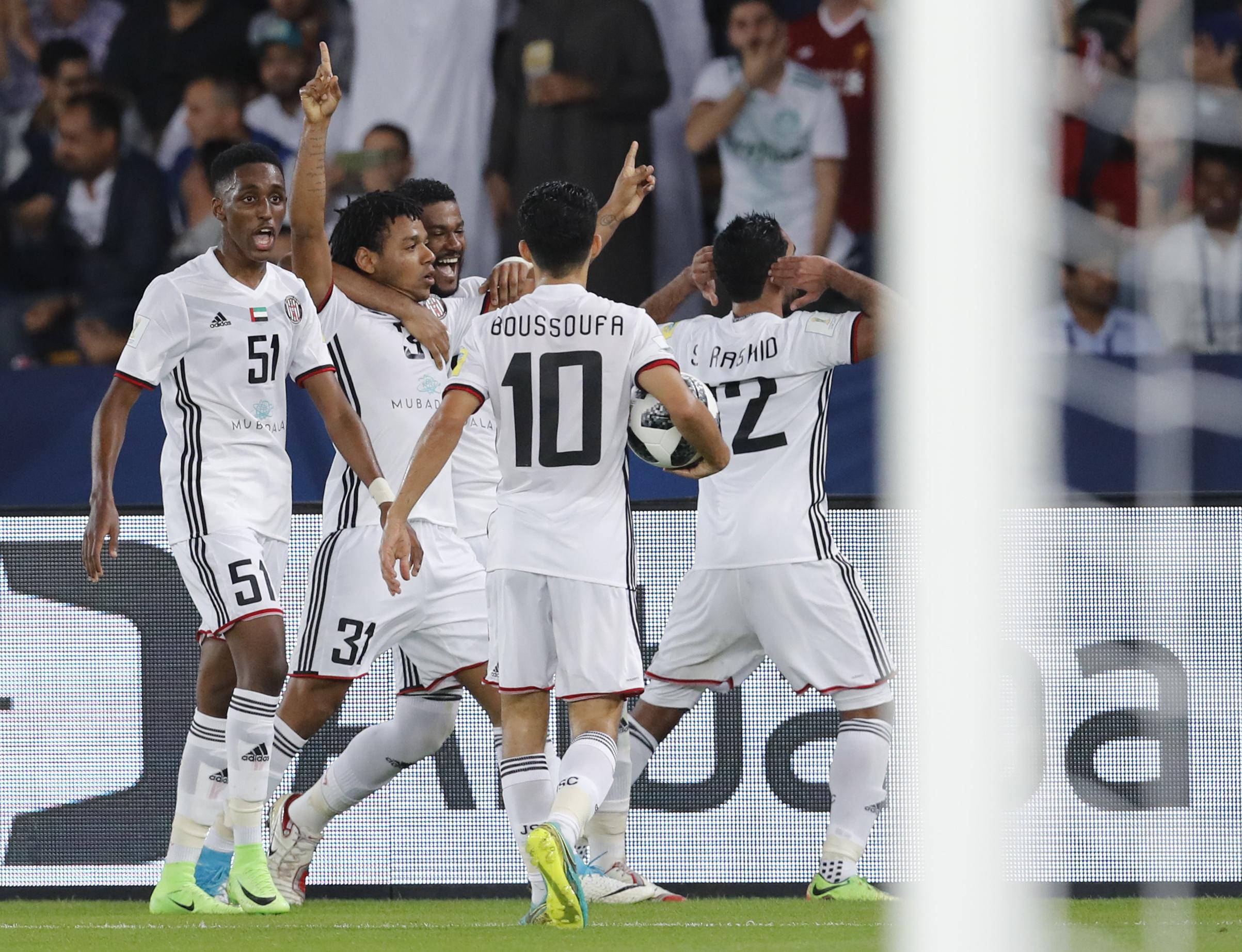 O improvável aconteceu na segunda semifinal do Mundial de Clubes entre  Al-Jazira e Real Madrid. Enquanto na defesa o goleiro Ali Khasseif segurou  Cristiano ... e799f4702d1a0