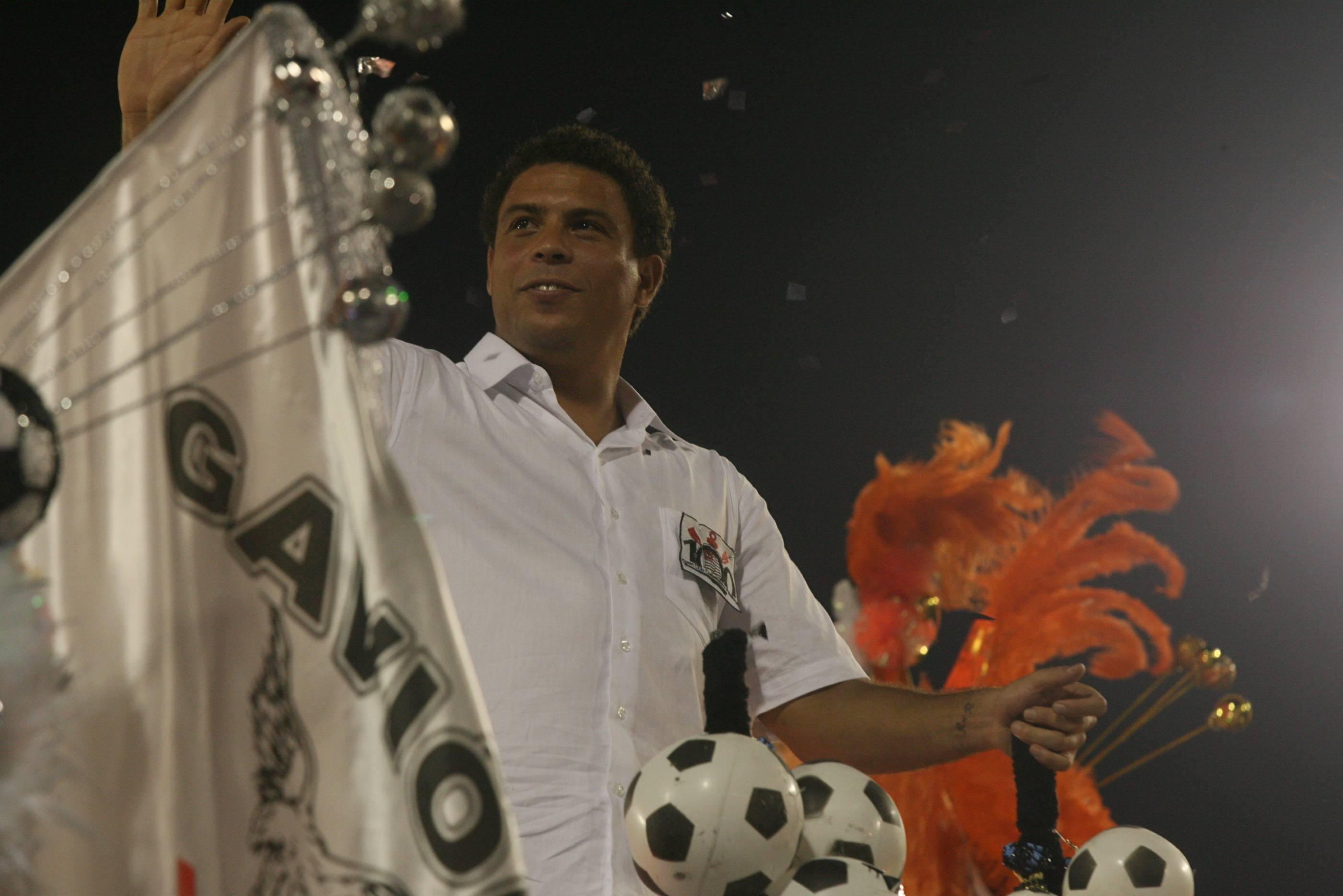 Dez vezes em que futebol e Carnaval se misturaram na avenida - 20 02 ... 31bd10265c738