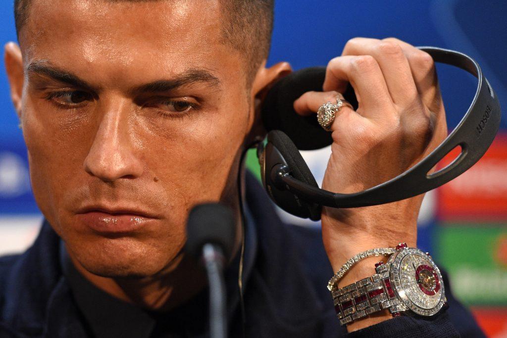 3cf80160d25ac Cristiano Ronaldo usa relógio de R$ 5,7 milhões cravejado de diamantes