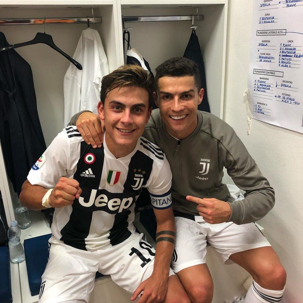 Em Foto Com Cr7 Dybala Deixa Vazar Taticas Da Juventus Uol Esporte
