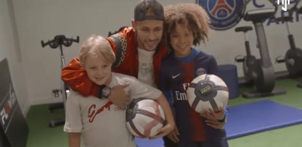 Neymar realiza sonho de garoto australiano que queria conhecê-lo -  20 10 2009 - UOL Esporte cbcc6a3709d54