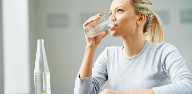 Receitinha popular | Água com limão reduz o colesterol? Dr. Kalil diz se é verdade ou não