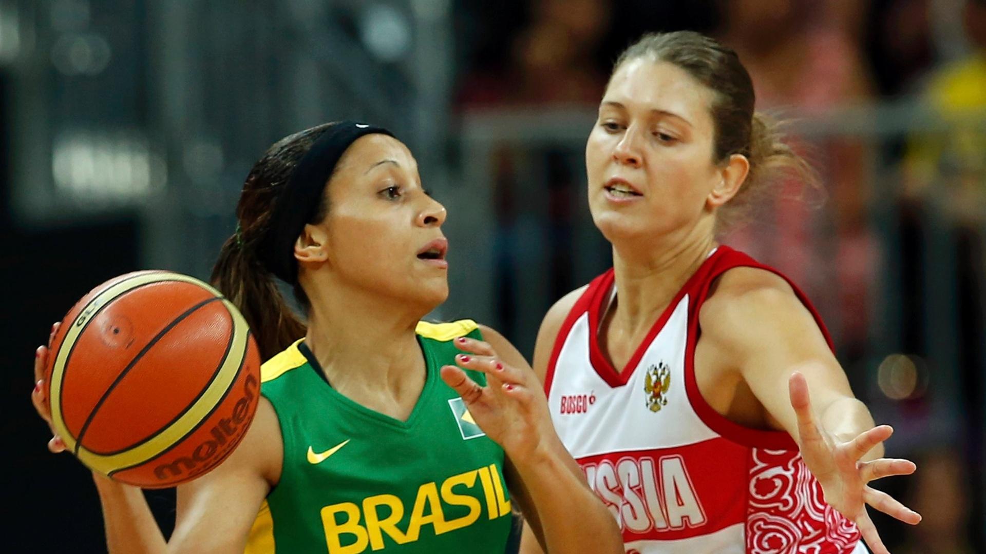 adriana-tenta-passar-pela-marcacao-de-atleta-da-russia-em-segunda-rodada-do-basquete-feminino-1343667269546_1920x1080