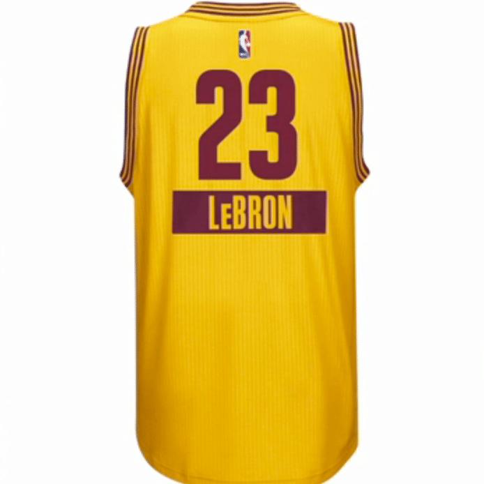 7b109497684 No ano passado a NBA trouxe as camisas com manga. Não deu muito certo (os  atletas reclamaram muito pois elas em teoria eram desconfortáveis para  arremessar) ...