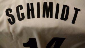 No sábado divulguei aqui que a camisa 14 com o nome de Oscar Schmidt  começou a ser vendida. Como toda idolatria ao Mão Santa é pouca 31f9823e39cb5
