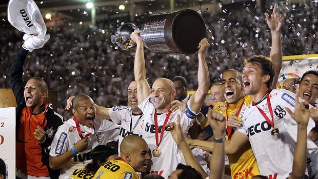 Alessandro e a taça da Libertadores