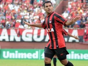 Éderson é artilheiro do Brasileirão com 16 gols