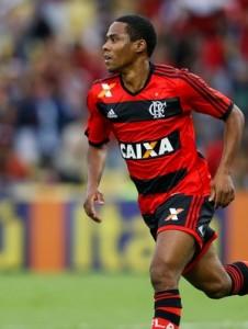 Meia é um dos destaques do Flamengo em 2013