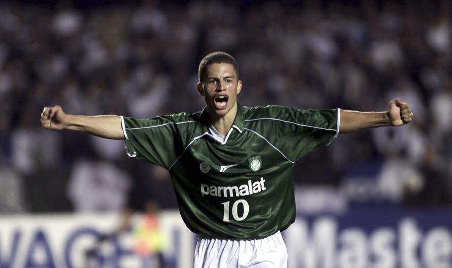 Alex brilhou no Palmeiras no final da década de 90