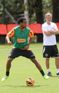 Recuperado, Ronaldinho volta ao time do Galo