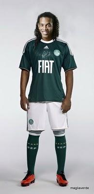 Palmeirenses sonham com Ronaldinho no Verdão