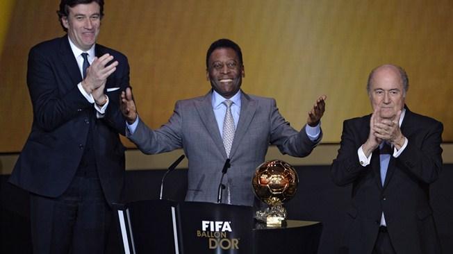 Pelé recebe Bola de Ouro 'honorária' da Fifa