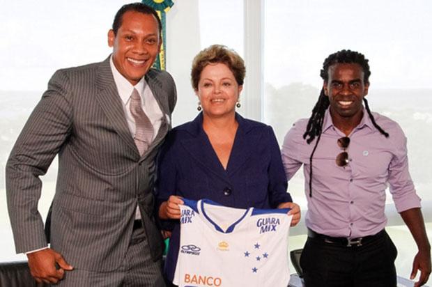 A presidente Dilma recebeu o árbitro Márcio Chagas e Tinga, vítimas de racismo