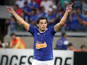Ricardo Goulart fez três na goleada contra o 'La U' pela Libertadores