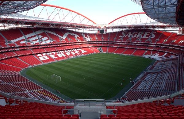 O Estádio da Luz pode receber pouco mais de 65 mil torcedores