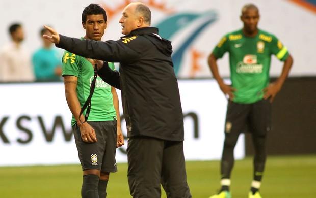 Felipão teve conversa franca com Paulinho