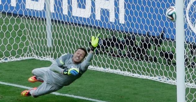 Júlio César defendeu dois pênaltis na decisão contra o Chile