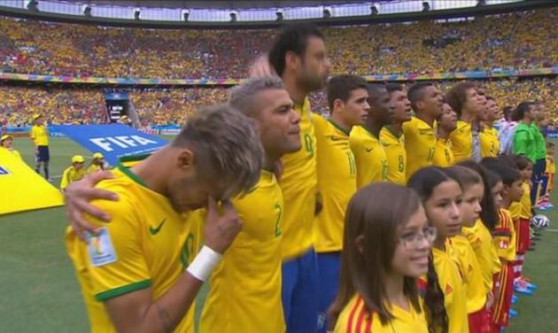 Neymar chora no momento do hino do Brasil