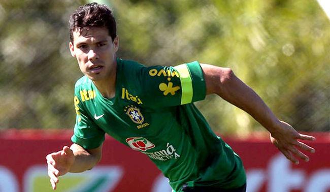 Hernanes poderia ser o diferencial do meio-campo brasileiro