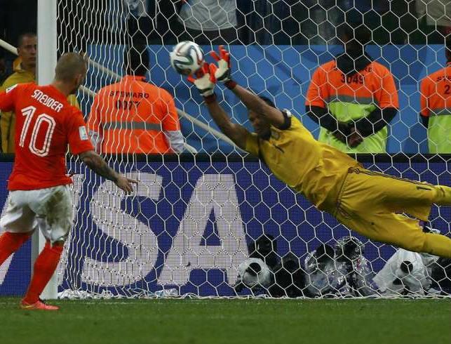 Romero defende pênalti cobrado por Sneijder