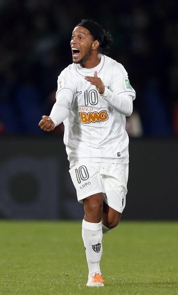 Sem clube. Ronaldinho rescindiu com o Galo no último mês