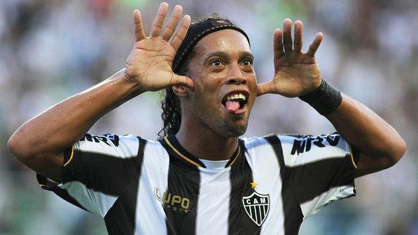 Palmeiras anunciou que desistiu de contratar Ronaldinho
