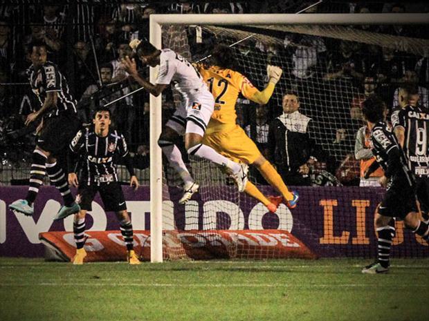 Corinthians sofreu contra o Figueirense mais um gol de bola aérea