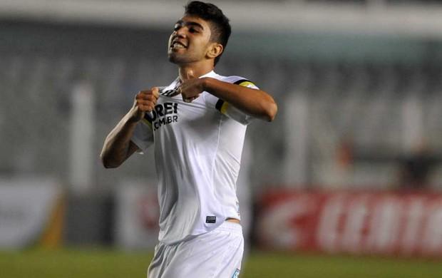 Com 16 gols e apenas 18 anos, Gabriel é o artilheiro do Santos em 2014