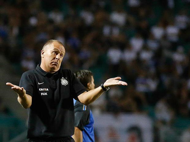 Mano Menezes não vem conseguindo fazer o Timão render