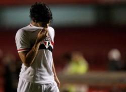 Pato não gostou de ser substituído contra o Flamengo