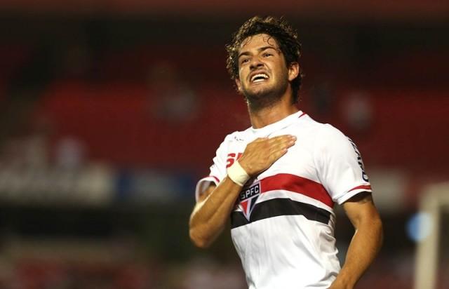 Pato é o artilheiro do São Paulo no Brasileirão com 8 gols