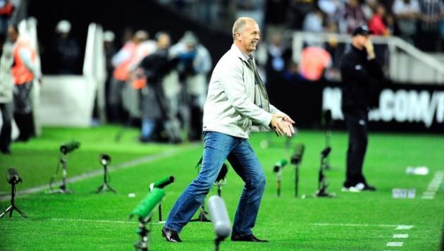 Mano Menezes comemorou gol do Corinthians com dancinha