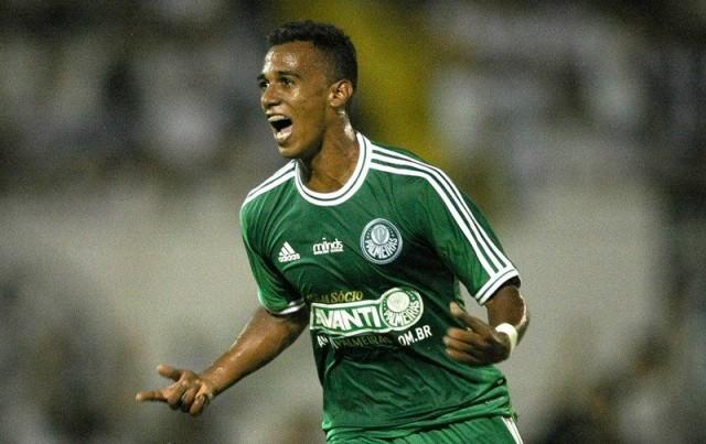 Lateral Juninho tem proposta para jogar no Fluminense em 2015