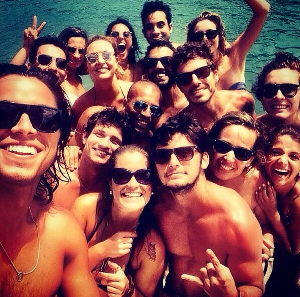 Afastado do Botafogo, Sheik aproveita a vida com os amigos