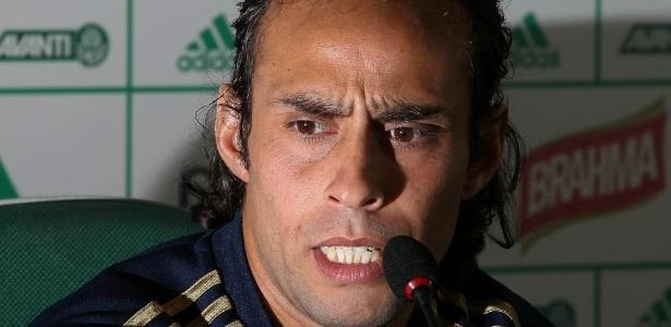 Valdívia em entrevista coletiva na academia do Palmeiras