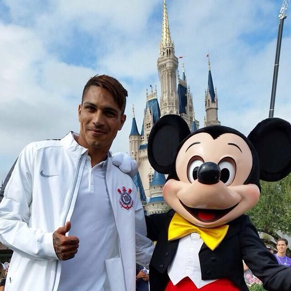 Guerrero tieta Mickey na Disney