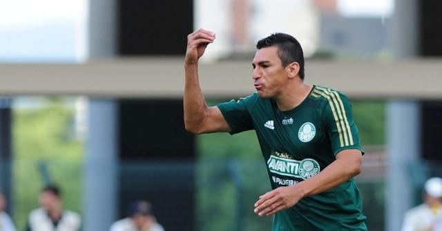 Lúcio mais reclamou do que jogou no Palmeiras