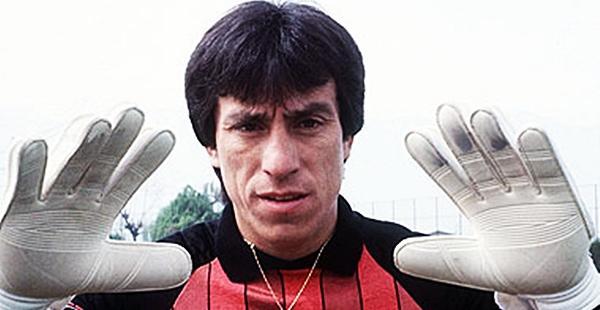 O chileno Roberto Rojas foi um dos grandes goleiros da década de 80/90