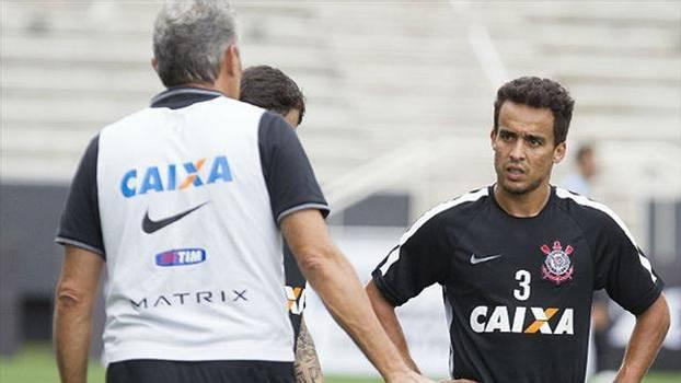 Tite convenceu Jadson a ficar no Corinthians