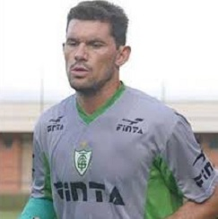 Fabiano foi goleiro do América/MG nos anos 2000