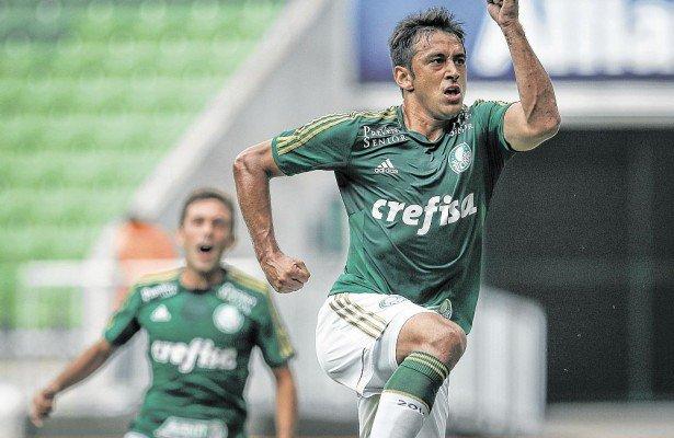 Robinho fez os dois gols da vitória do Palmeiras contra o Capivariano