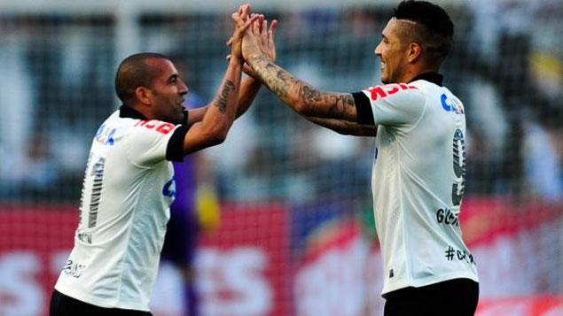 Dupla de ataque titular do Timão tem contrato encerrando no meio de 2015