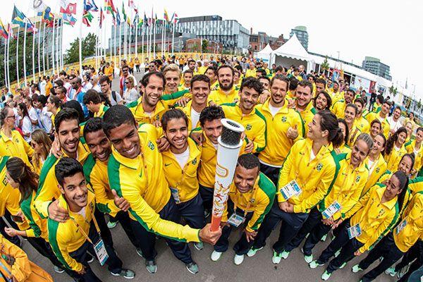 TORONTO, CANADÁ, 08.07.2015: PAN-2015 - Cerimônia de hasteamento da bandeira do Brasil na Vila Olímpica dos jogos Pan Americanos, em Toronto no Canadá, nesta quarta-feira (8). (Foto: Thiago Bernardes/Frame/Folhapress)