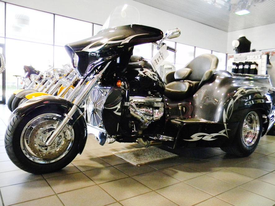 Loja de modelos customizados nos EUA tem de moto V8 a Harley