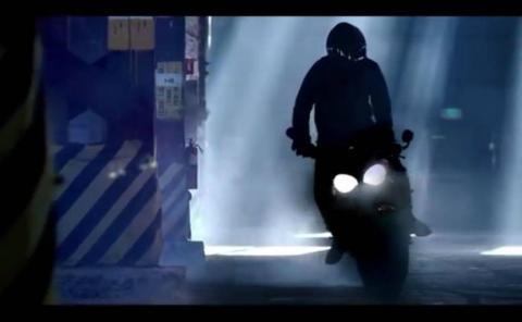 new-triumph-street-triple-teaser-video_827x510_51482388335