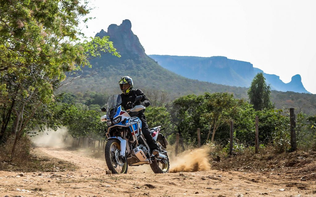 Descubra Se Vale A Pena Pagar Mais Pela Honda Africa Twin Adventure Sports Uol Carros