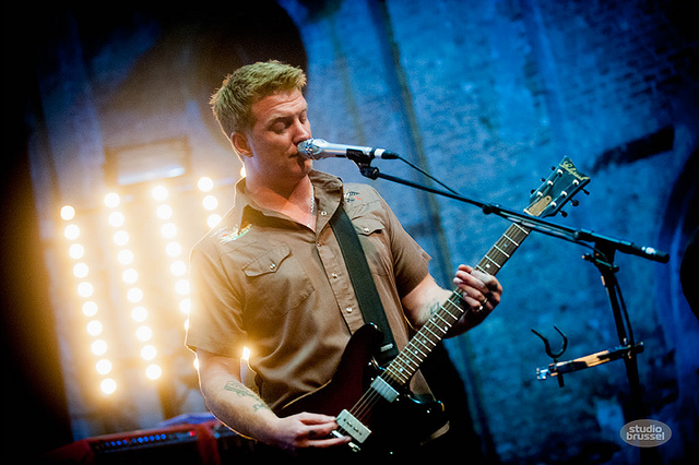 My God is Josh Homme: Queens of the Stone Age mostra mais duas inéditas na Bélgica