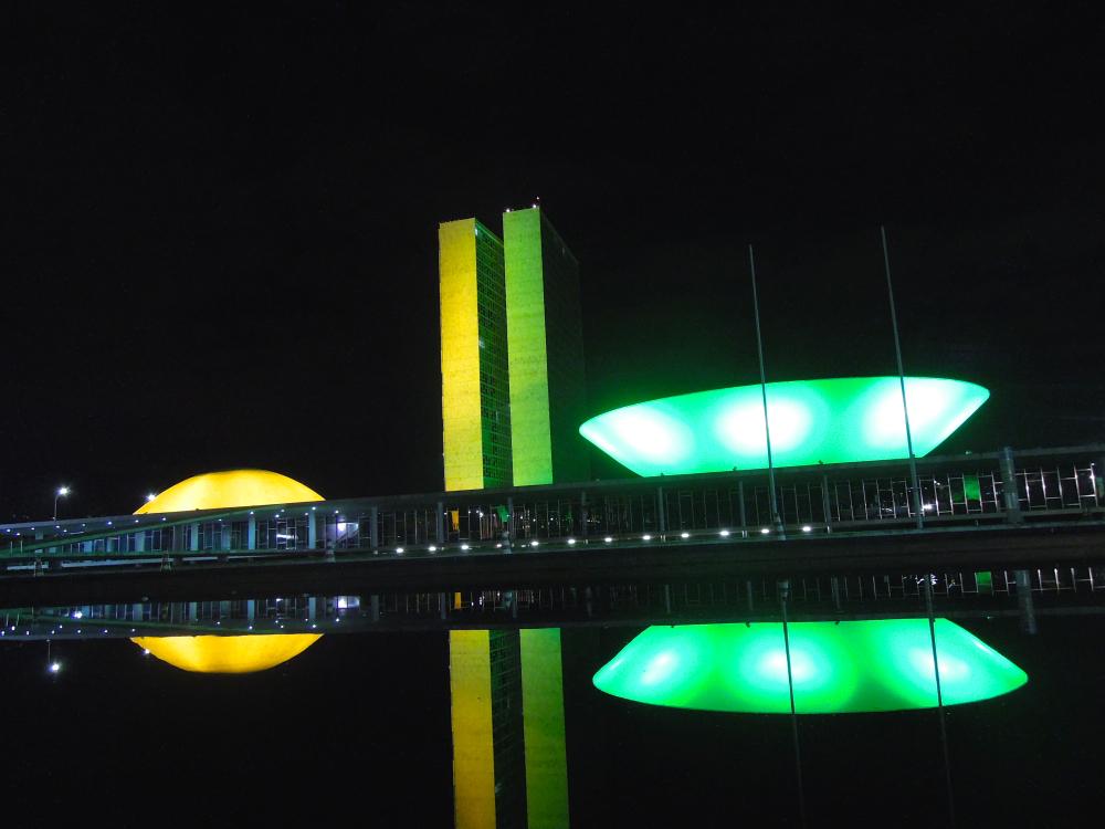 Cúpula da Câmara em verde; a do Senado, em amarelo - 7.jun.2014 - foto: Fernando Rodrigues