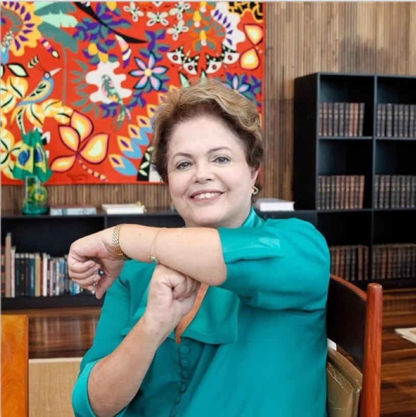 "Dilma Rousseff faz gesto ""é tóis"", usado por Neymar."